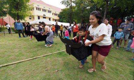 เยาวชนเล่นประเพณีท้องถิ่นไทย ในงานวันเด็ก มิวเซียมสยาม