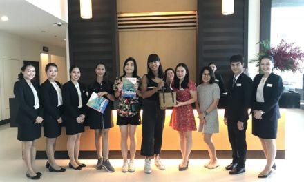 """โรงแรมแคนทารี กบินทร์บุรี ให้การต้อนรับพิธีกร รายการ """"เทยเที่ยวไทย"""""""