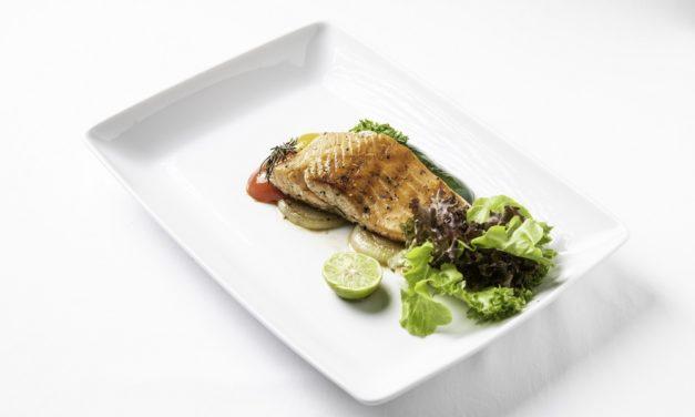 2 เมนูความอร่อยในสไตล์ที่ลงตัว ปลาแซลมอนหมักเครื่องเทศย่าง และเห็ดผัดครีมซอสสูตรเด็ด ณ ห้องอาหาร ดิ ออร์ชาร์ด โรงแรมแคนทารี 304 ปราจีนบุรี