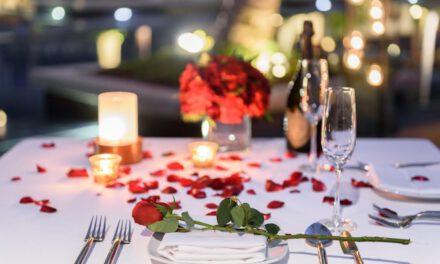 ฉลองวาเลนไทน์ จูงมือคนรักมาดินเนอร์ใต้แสงเทียน ริมสระน้ำสุดเอ็กคลูซีฟ ณ โรงแรมคอนราด กรุงเทพฯ